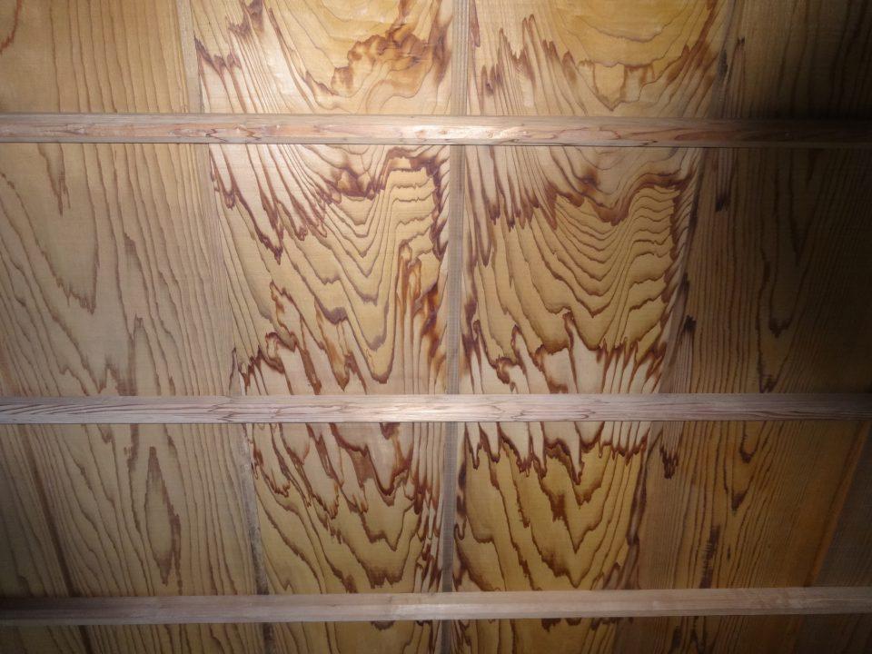 天井板の雨漏りのシミ