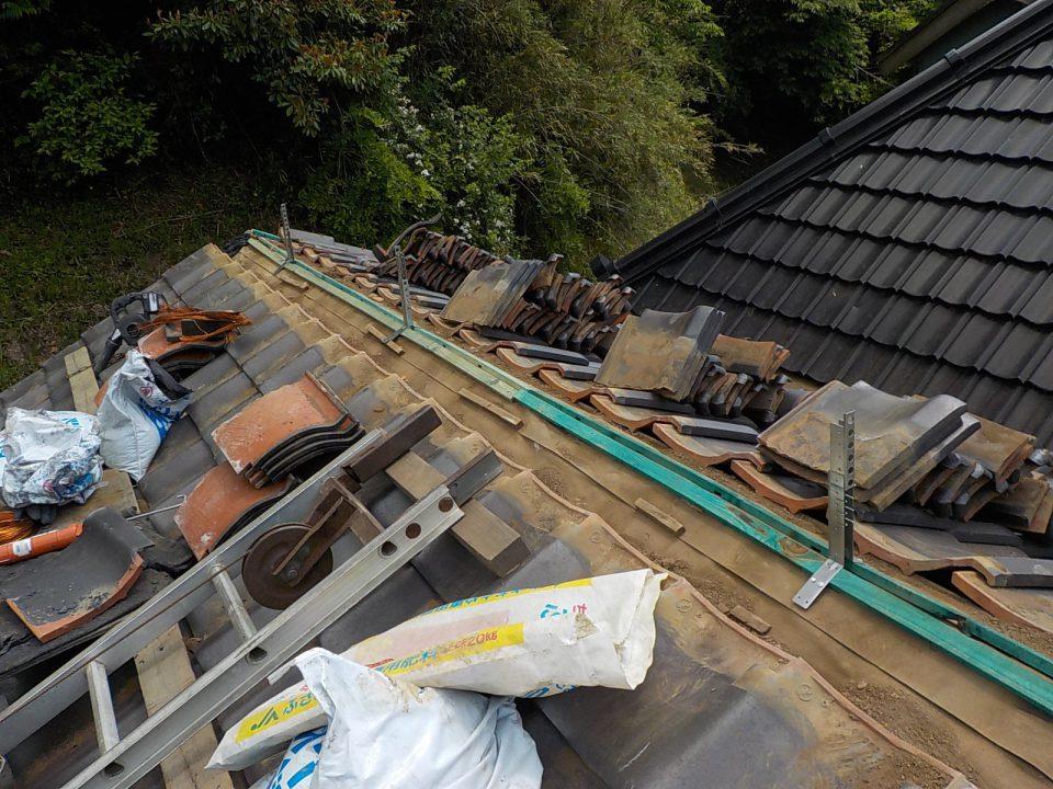 棟金具の取り付け。強い屋根のために。