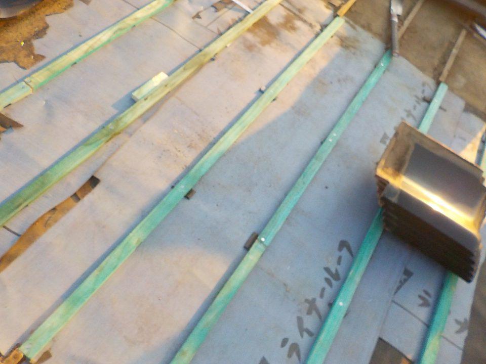 防水シートと瓦桟を施工して雨漏りに強い屋根に