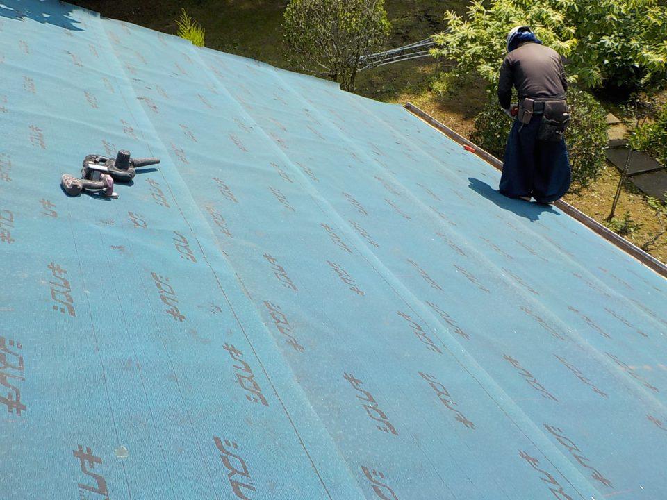 防水シートを施工。雨漏りに強い屋根に