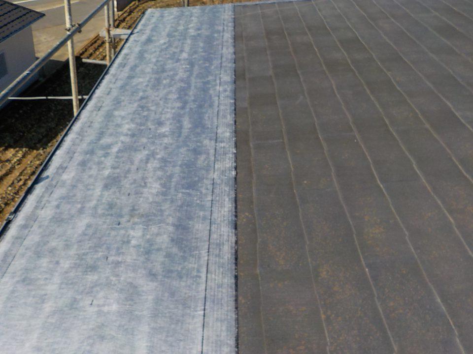 粘着性の防水シートをはることで、シートがずれずらく、雨漏りに強い屋根になる。
