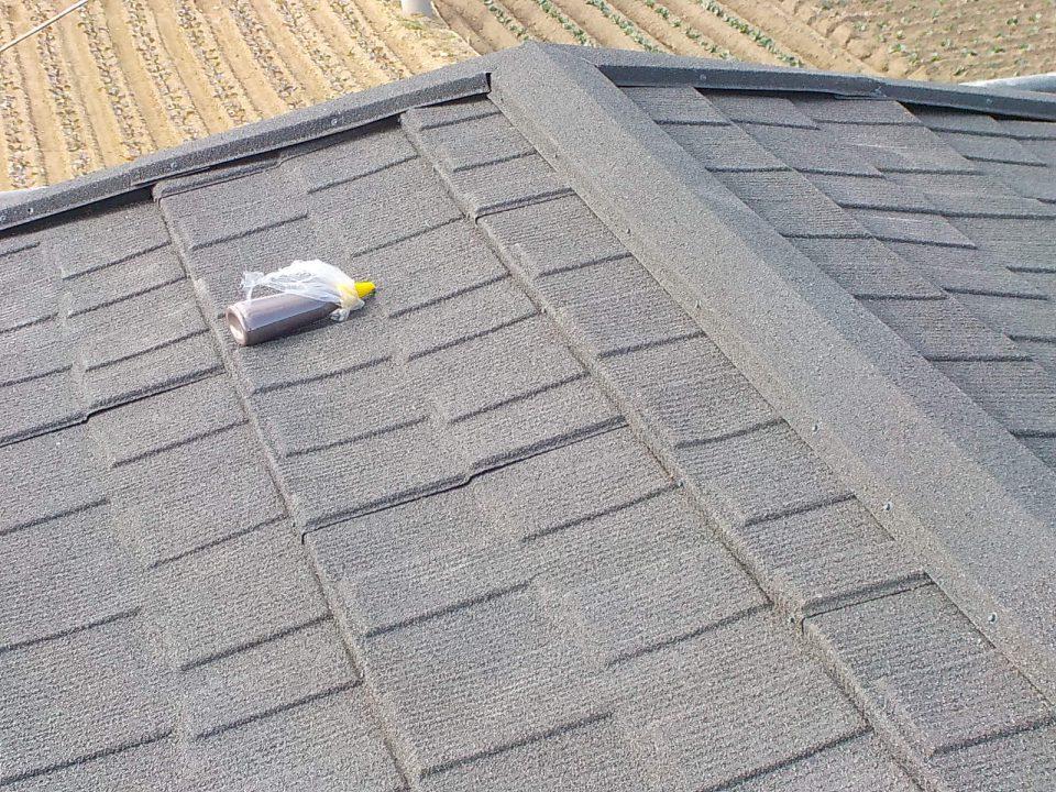 棟部の施工完了。台風、地震、雨漏り、塩害に強い屋根に