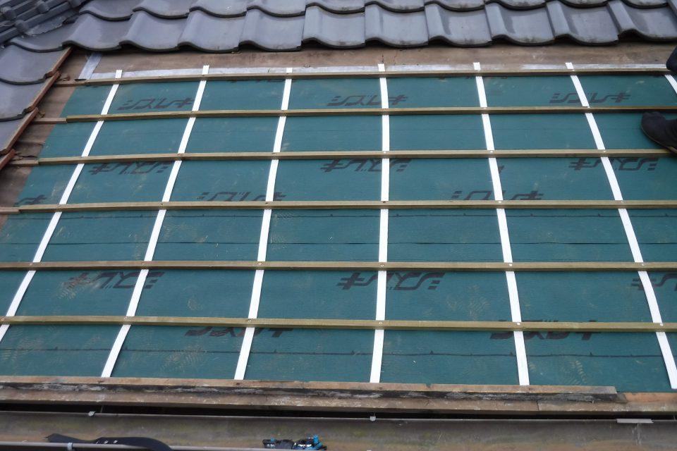きずりテープと瓦桟の施工。雨漏りに強くなる
