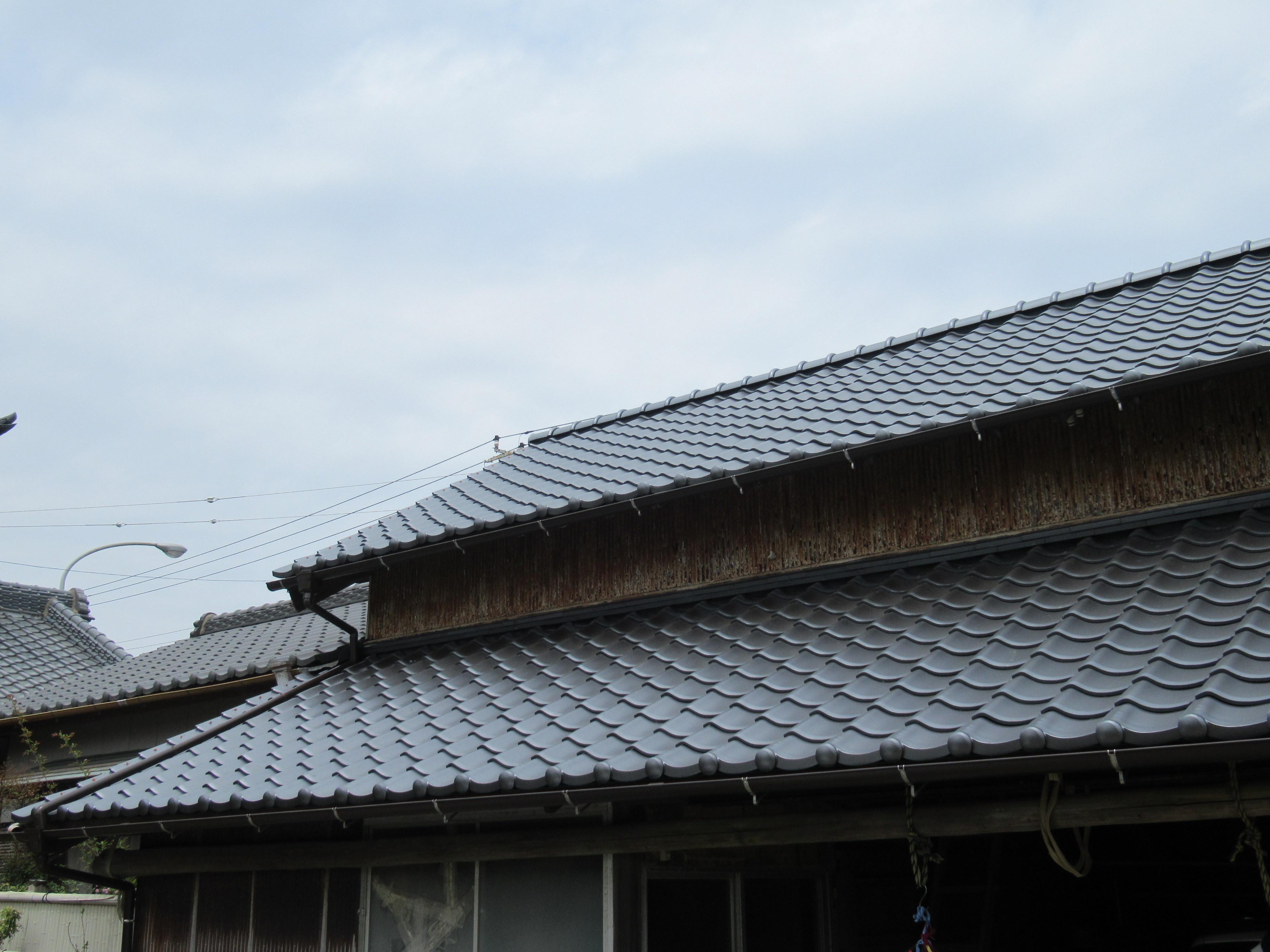 防災瓦で地震、台風、雨漏りに強い屋根に