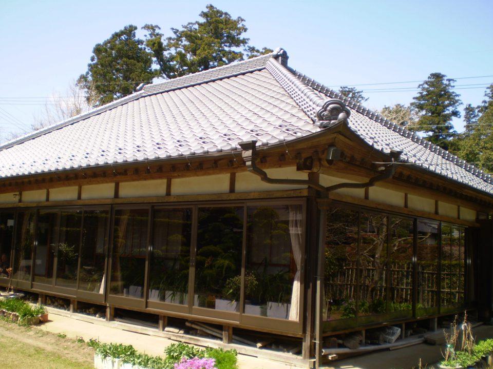 いぶし瓦で高級感のある屋根に。香取市